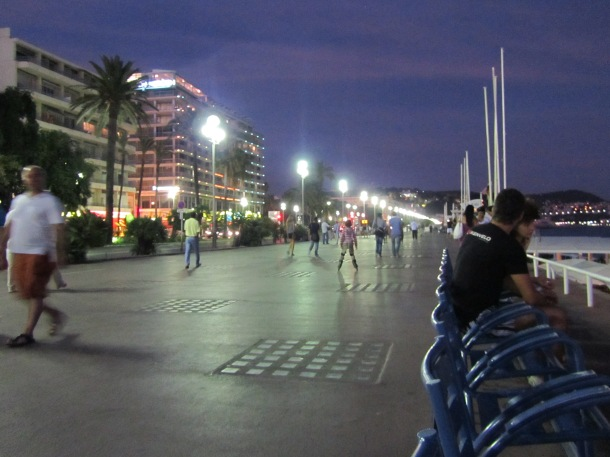Promenade des Anglais by night