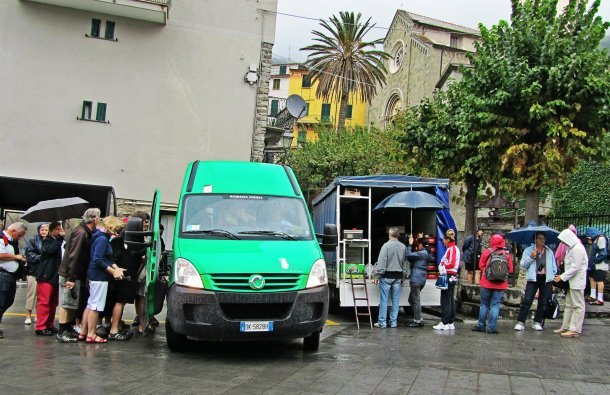In Corniglia. Left: The local bus service. Right: The local fruit truck. Win.